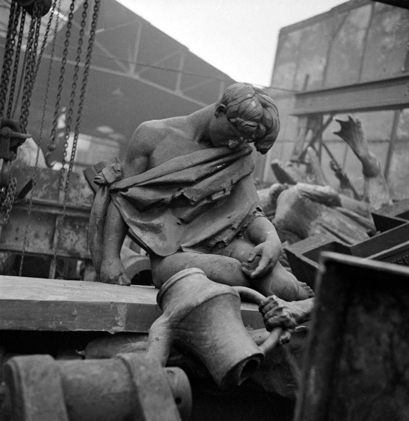 Démolition de statues